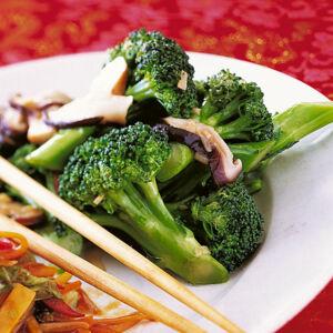 rezept f r brokkoli mit sat sauce k cheng tter. Black Bedroom Furniture Sets. Home Design Ideas
