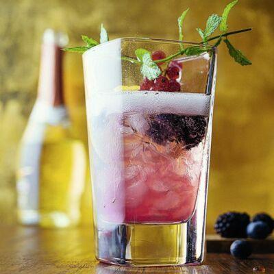 cocktails mit alkohol drinks mit gin rum wodka co. Black Bedroom Furniture Sets. Home Design Ideas