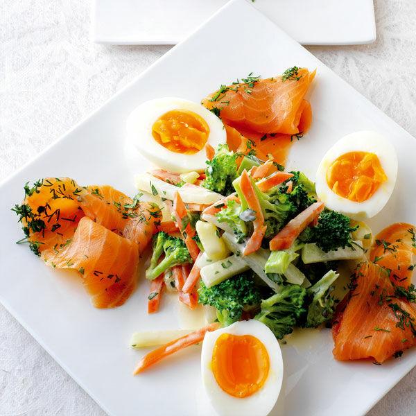russischer salat mit ei und lachs rezept k cheng tter. Black Bedroom Furniture Sets. Home Design Ideas