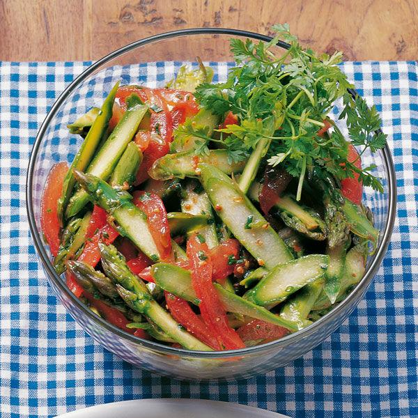 gr ner spargel salat mit tomaten rezept k cheng tter. Black Bedroom Furniture Sets. Home Design Ideas
