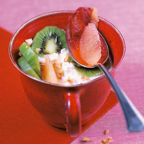 zitrusfr chte salat auf k rniger joghurtcreme rezept k cheng tter. Black Bedroom Furniture Sets. Home Design Ideas