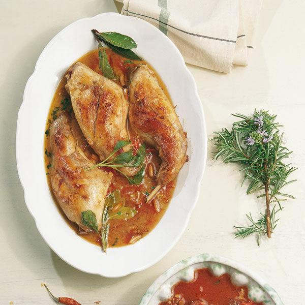 Geschmortes Kaninchen mit aromatischer Tomatensauce Rezept ...