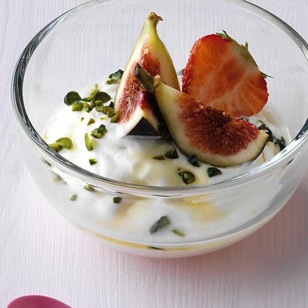 griechischer joghurt mit honig und pistazien rezept k cheng tter. Black Bedroom Furniture Sets. Home Design Ideas