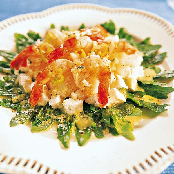 Salat mit kleinen garnelen