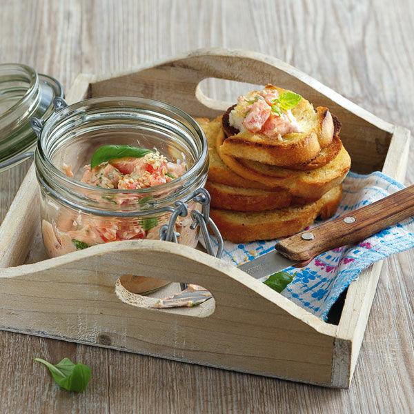 Brot-Chips mit Tomaten-Dip