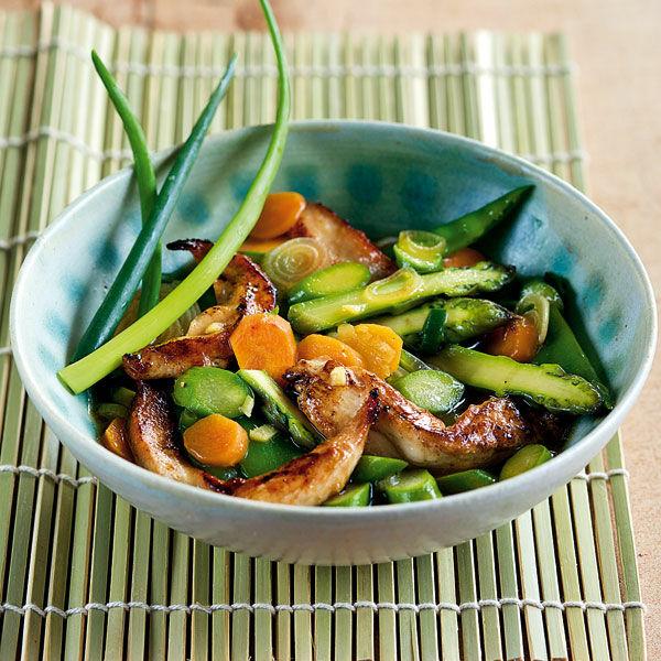 gr ner spargel h hnchen wok rezept k cheng tter. Black Bedroom Furniture Sets. Home Design Ideas