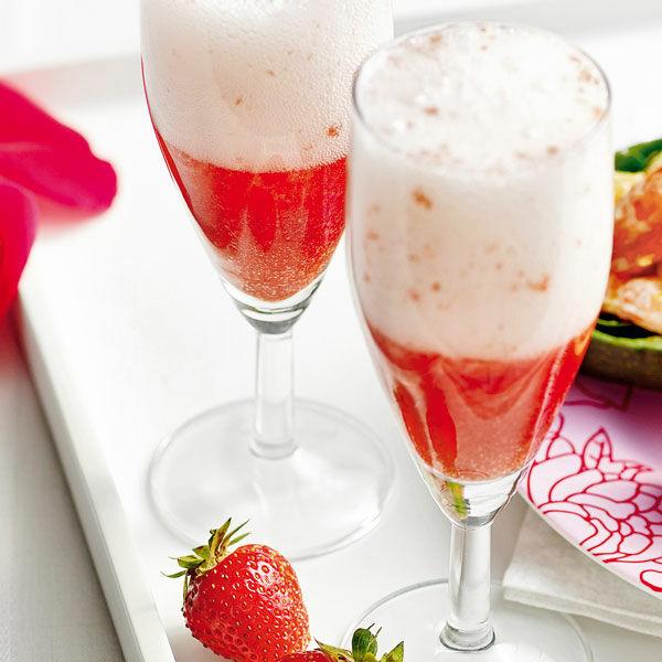 Rosa-Wolke-Sekt mit Erdbeeren Rezept | Küchengötter