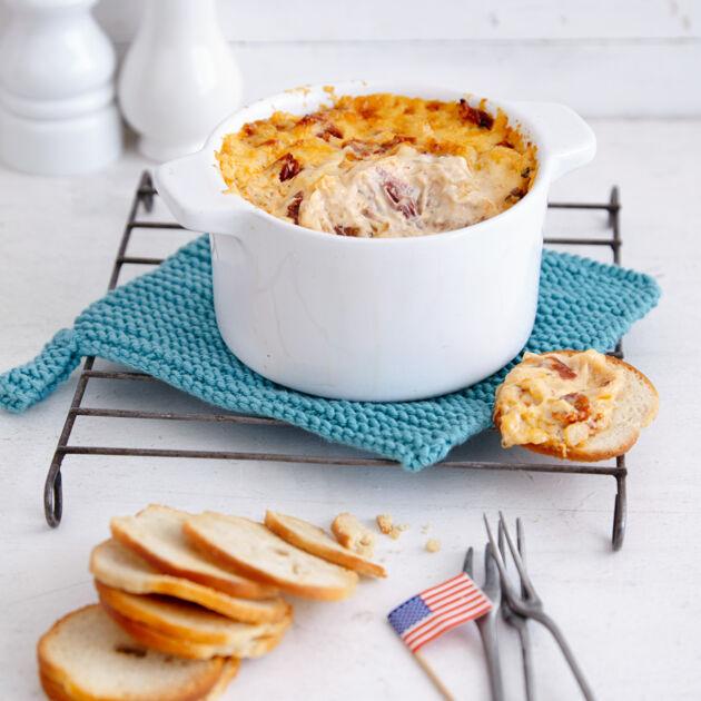 Hot Cheese \'n\' Onion Dip Rezept | Küchengötter