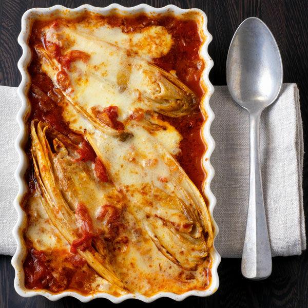 Chicorée In Tomatensauce Mit Parmesan Rezept Küchengötter