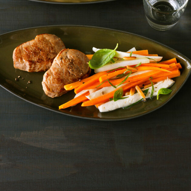 Schweinemedaillons Auf Kohlrabi Möhren Gemüse Rezept Küchengötter