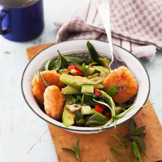 Avocadosalat mit Garnelenküchlein Rezept (Low Carb) | Küchengötter