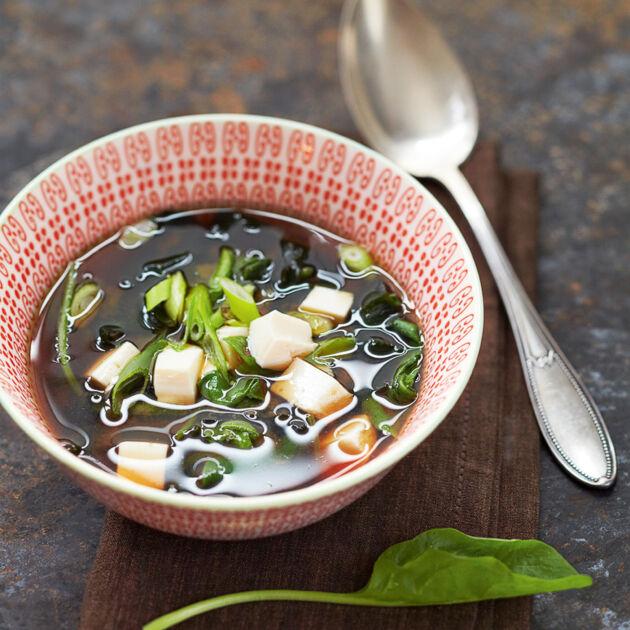 misosuppe mit spinat und tofu rezept k cheng tter. Black Bedroom Furniture Sets. Home Design Ideas
