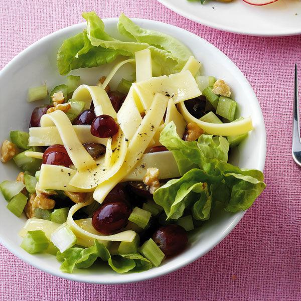 Käsesalat Mit Trauben Und Nüssen Rezept Küchengötter