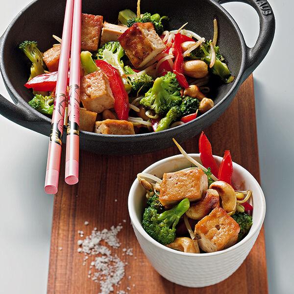 pfannenger hrter brokkoli mit tofu rezept k cheng tter. Black Bedroom Furniture Sets. Home Design Ideas