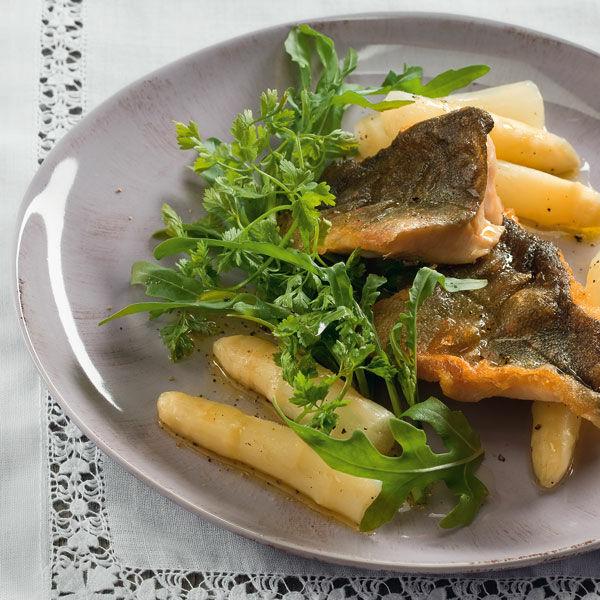 Spargelsalat mit fisch