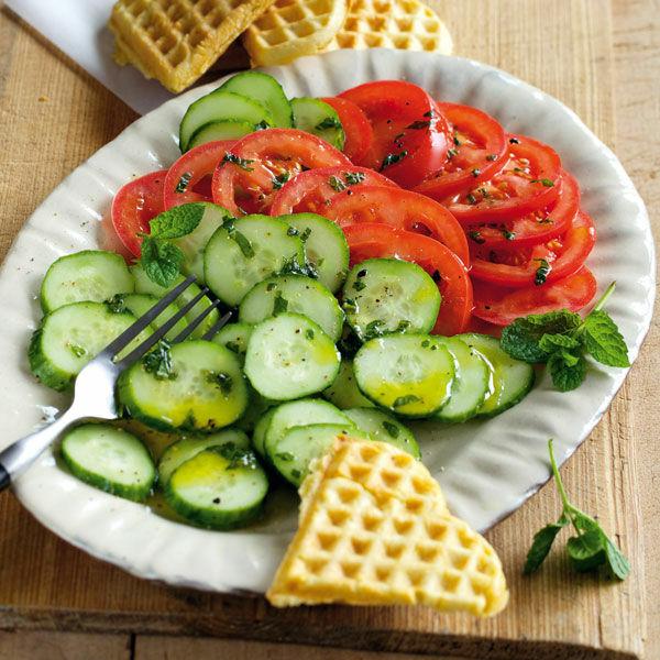 tomaten gurken salat mit minzedressing rezept k cheng tter. Black Bedroom Furniture Sets. Home Design Ideas