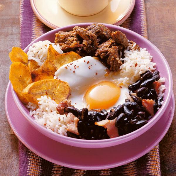 Bohnen mit Fleisch und Spiegelei Rezept   Küchengötter