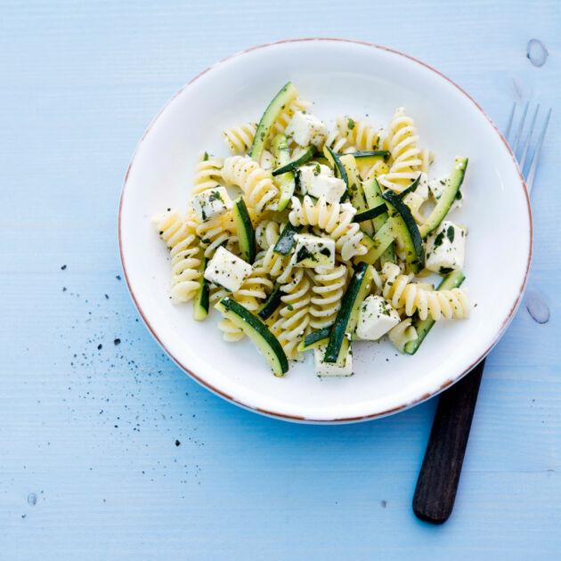 zucchini nudel salat rezept k cheng tter. Black Bedroom Furniture Sets. Home Design Ideas