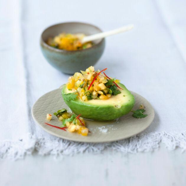 avocado mit karibischer ananas ingwer salsa rezept k cheng tter. Black Bedroom Furniture Sets. Home Design Ideas