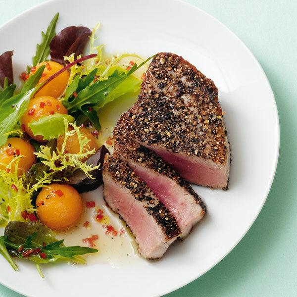 pfeffer thunfisch mit salat rezept k cheng tter. Black Bedroom Furniture Sets. Home Design Ideas