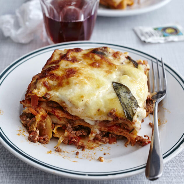 Klassische Bolognese-Lasagne Rezept | Küchengötter