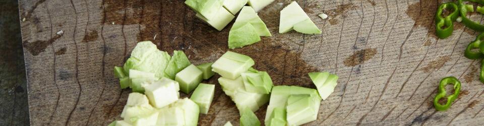 avocados richtig zubereiten so funktioniert 39 s k cheng tter. Black Bedroom Furniture Sets. Home Design Ideas