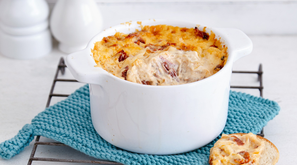 Hot Cheese 'n' Onion Dip