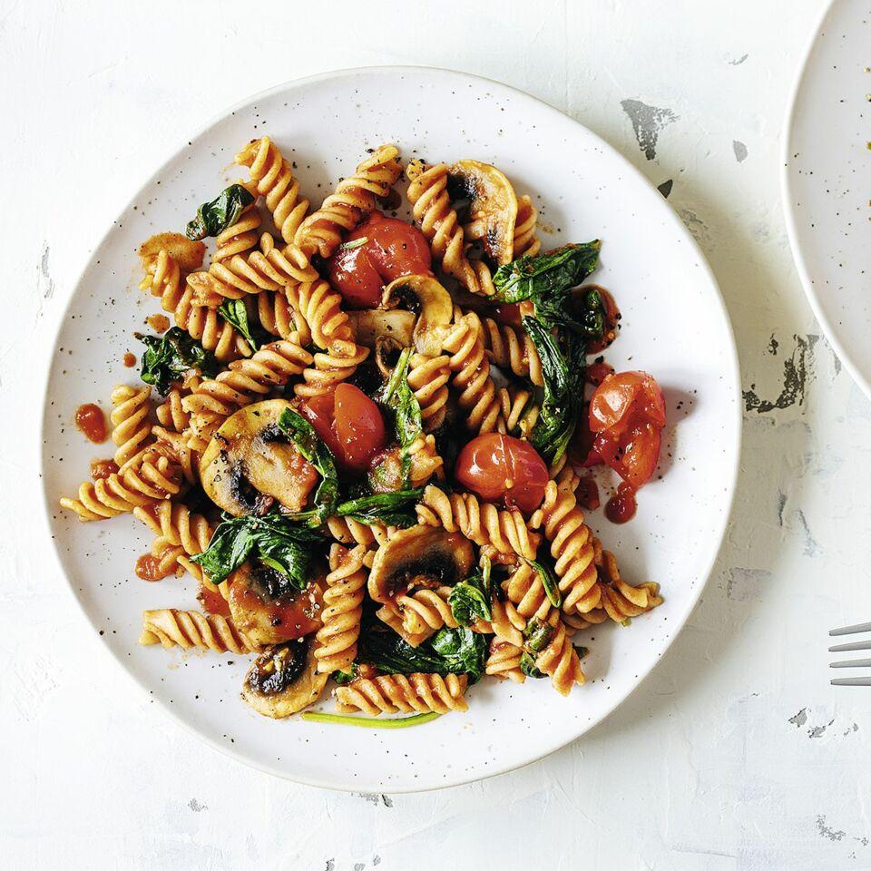 One Pot Pasta mit Pilzen und Spinat