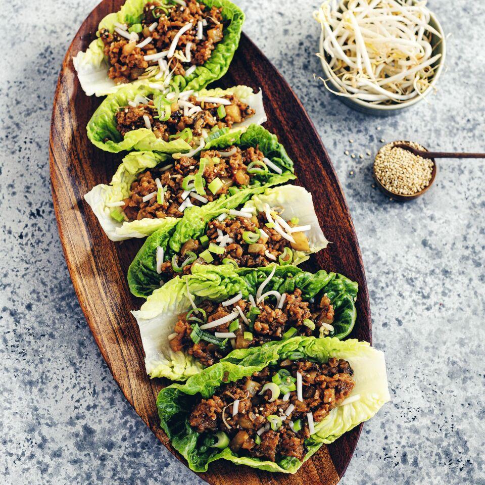 Asiatische Lettuce-Wraps