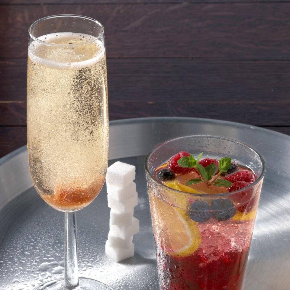 champagner cocktail rezept k cheng tter. Black Bedroom Furniture Sets. Home Design Ideas