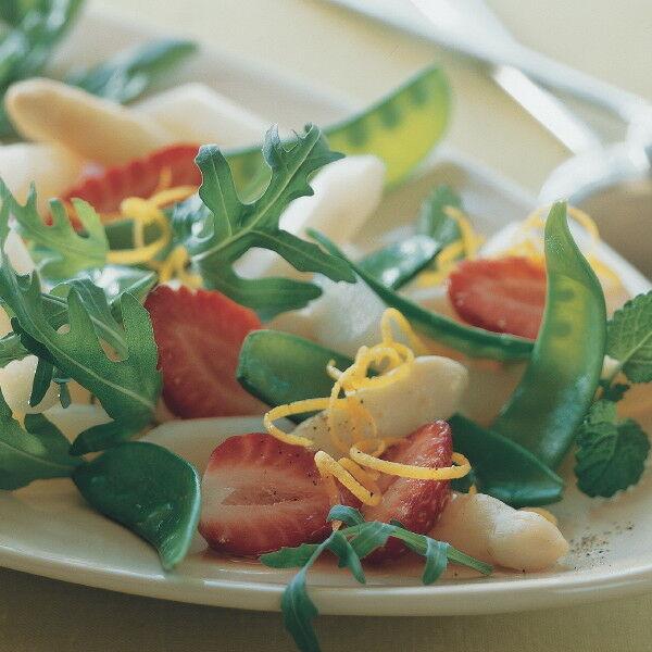 spargel erdbeer salat mit zuckerschoten rezept k cheng tter. Black Bedroom Furniture Sets. Home Design Ideas