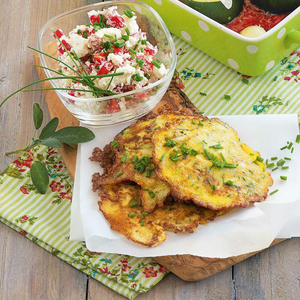 Zucchinipuffer mit Paprikaquark Rezept | Küchengötter