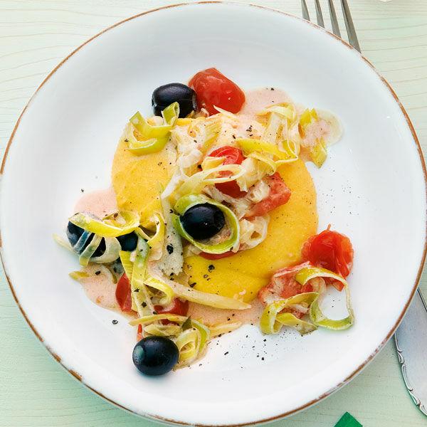 safran polenta mit tomaten lauch gem se rezept k cheng tter. Black Bedroom Furniture Sets. Home Design Ideas