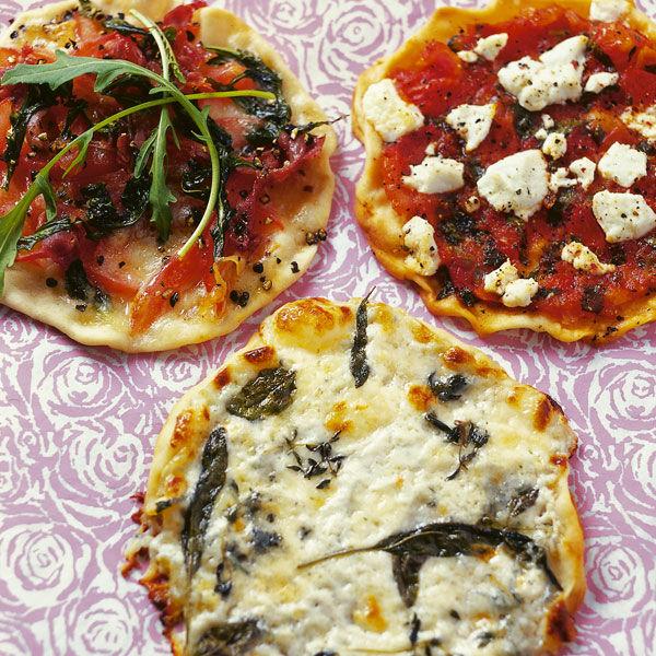 mini pizzen mit tomaten und mozzarella rezept k cheng tter. Black Bedroom Furniture Sets. Home Design Ideas