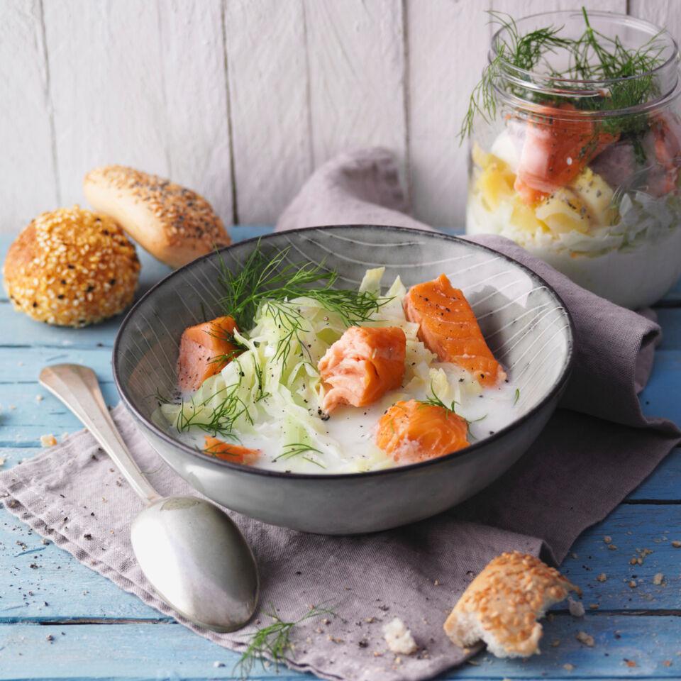 Spitzkohlsuppe mit Lachs