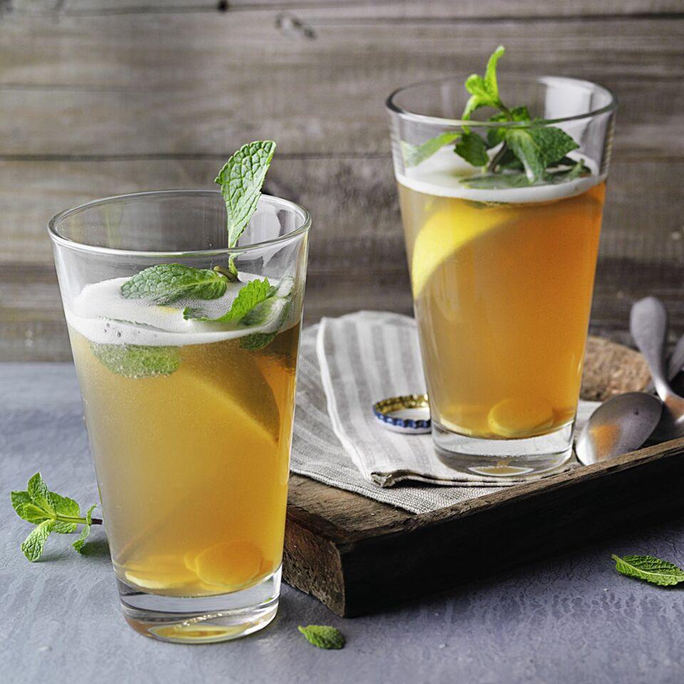 ingwer bier cocktail mit minze rezept alkoholfrei k cheng tter. Black Bedroom Furniture Sets. Home Design Ideas