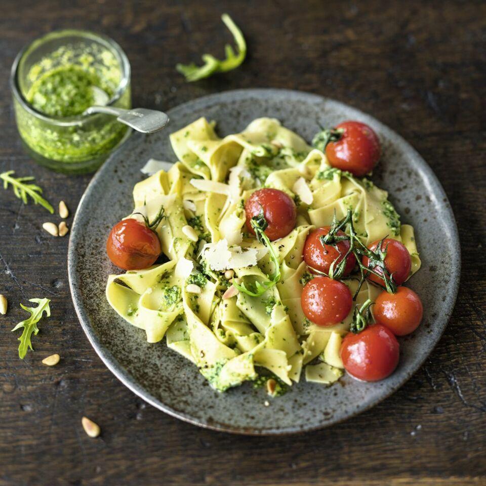 Lupinen Nudeln Mit Pesto Und Tomaten Rezept Küchengötter
