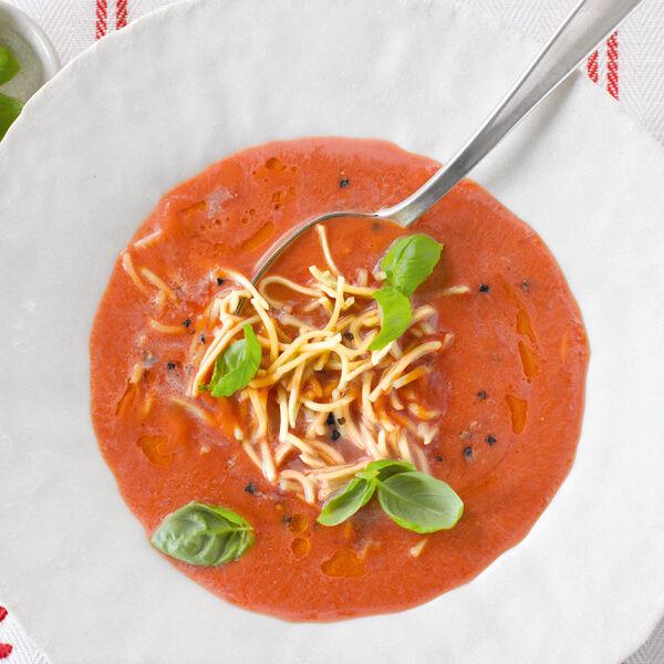 tomatensuppe mit asia nudeln rezept k cheng tter. Black Bedroom Furniture Sets. Home Design Ideas