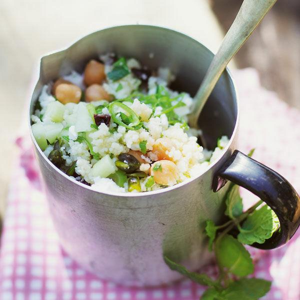 bulgur kichererbsen salat mit kr utern rezept k cheng tter. Black Bedroom Furniture Sets. Home Design Ideas