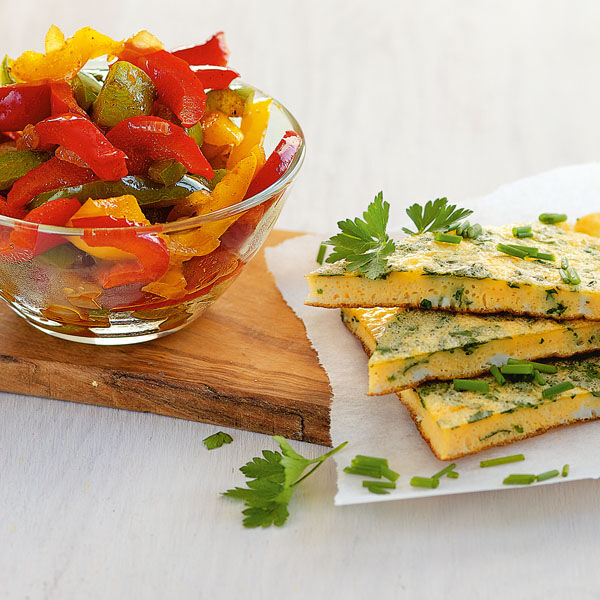 omelett mit buntem paprikagem se rezept k cheng tter. Black Bedroom Furniture Sets. Home Design Ideas