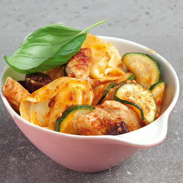 tortellini mit pute und zucchini rezept k cheng tter. Black Bedroom Furniture Sets. Home Design Ideas