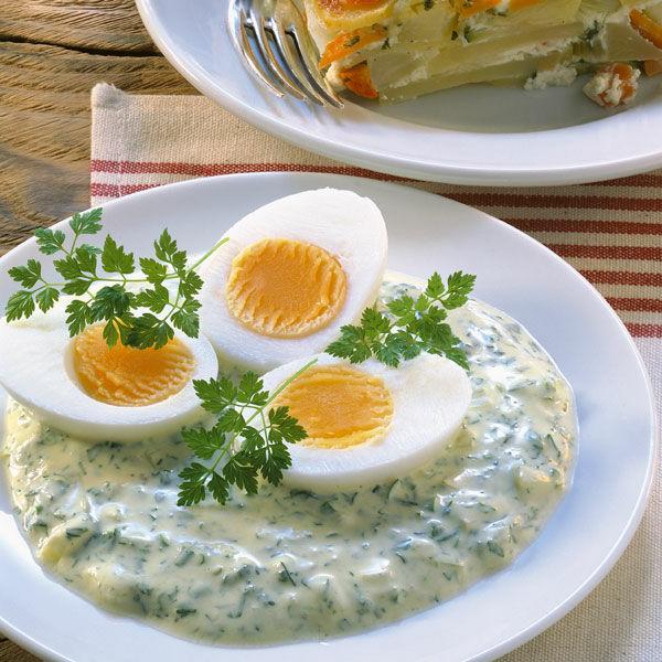 Eier mit gr ner kr utersauce rezept k cheng tter - Eier kochen dauer ...