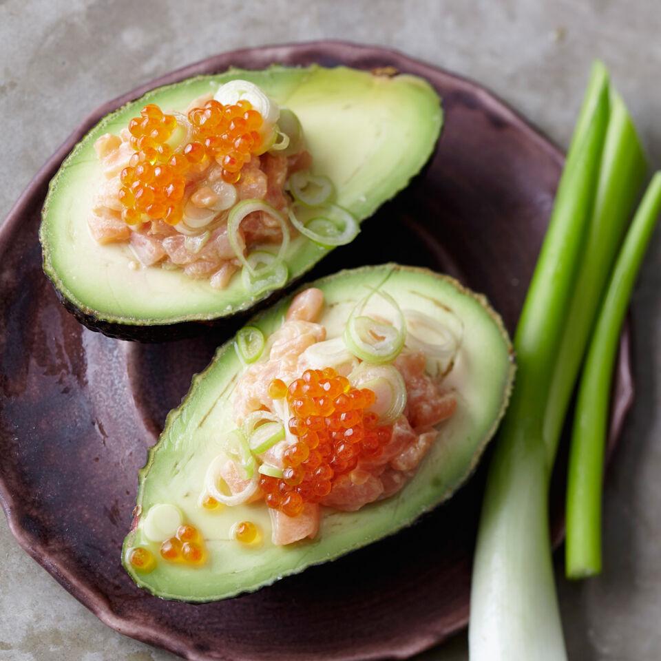 lachstatar mit avocado rezept k cheng tter. Black Bedroom Furniture Sets. Home Design Ideas