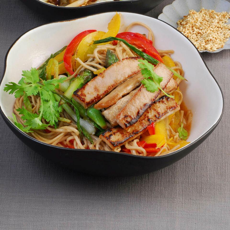 soba thunfisch wok rezept k cheng tter. Black Bedroom Furniture Sets. Home Design Ideas