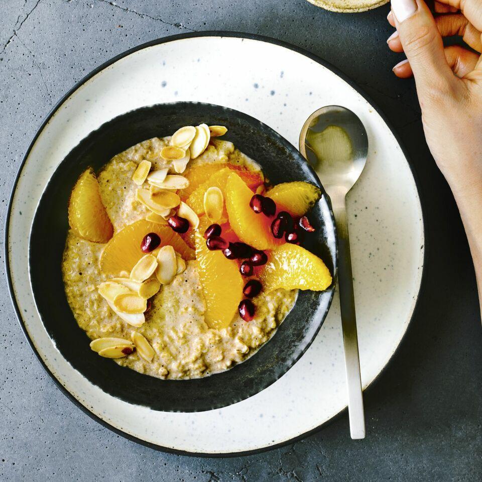 Kokos-Porridge mit Granatapfel
