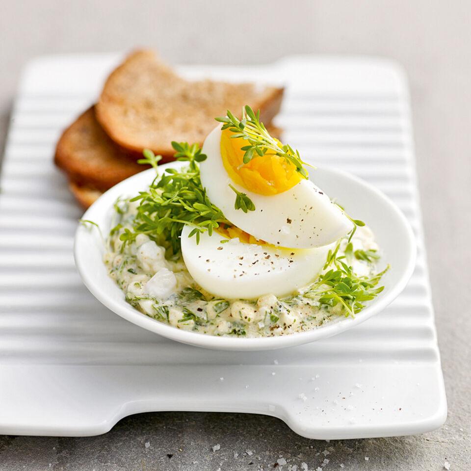 Eier auf gr nem frischk se rezept k cheng tter - Eier kochen dauer ...