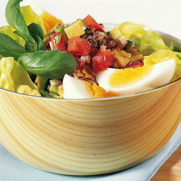 salat mit ei und avocado rezept k cheng tter. Black Bedroom Furniture Sets. Home Design Ideas