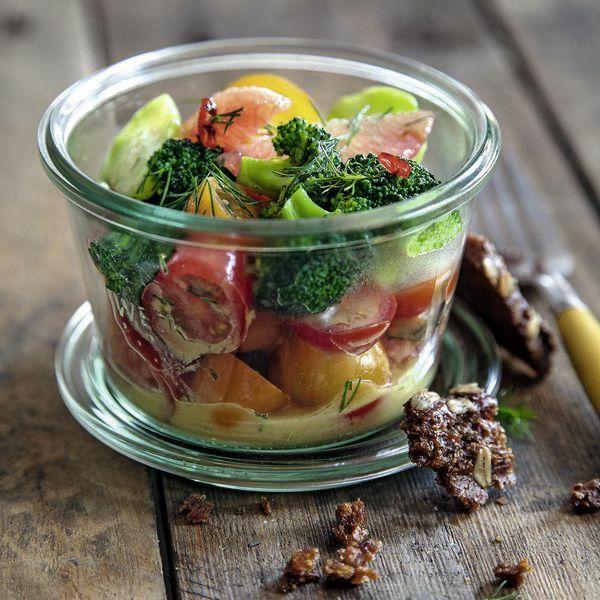 tomaten grapefruit salat mit chili brokkoli und brotchips rezept k cheng tter. Black Bedroom Furniture Sets. Home Design Ideas