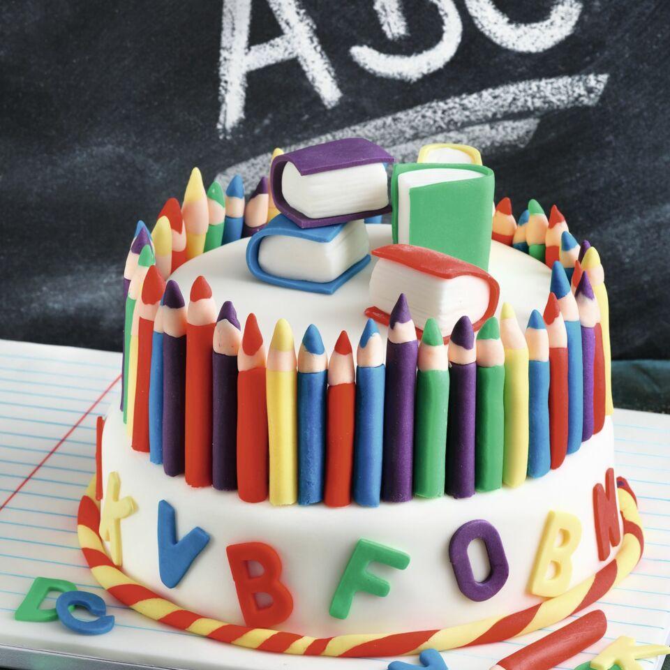 Schul Torte Mit Buntstiften Und Buchstaben Aus Fondant Küchengötter