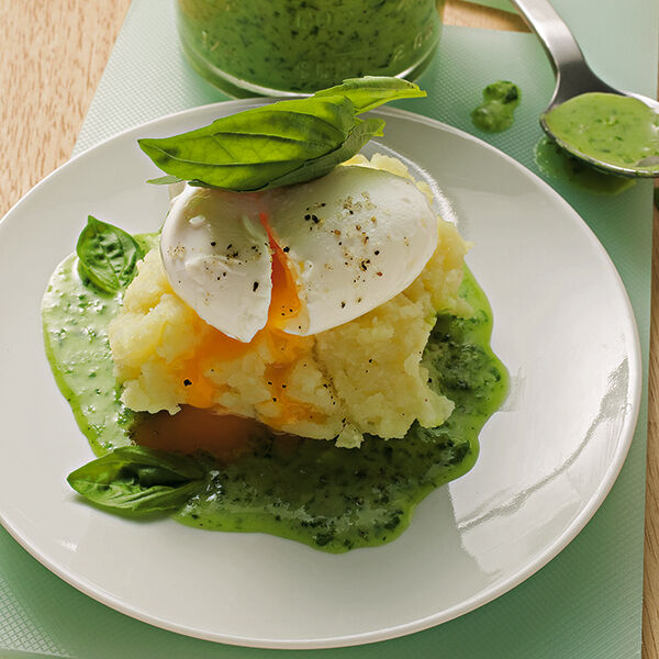 Pochierte eier in basilikumsauce rezept k cheng tter - Eier kochen dauer ...